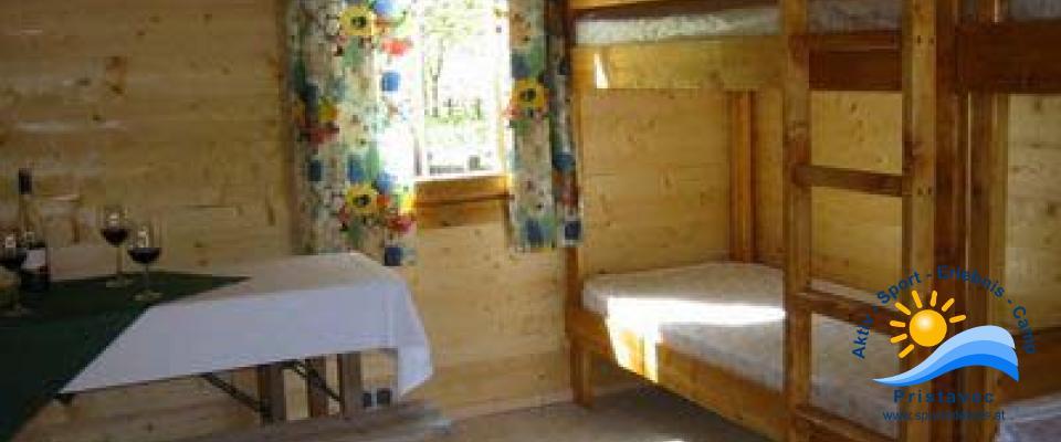 Blockhütten von Innen (Stockbetten)