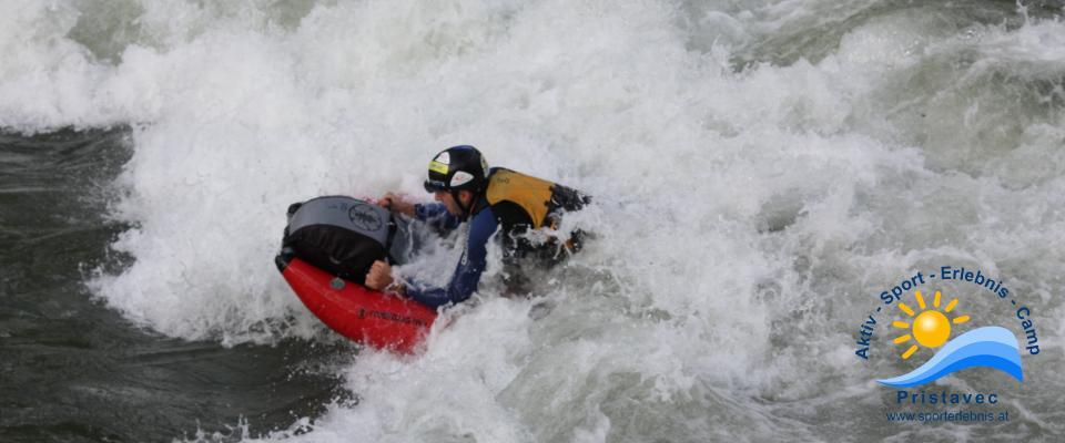 mit dem Riverbug auf den Wellen reiten