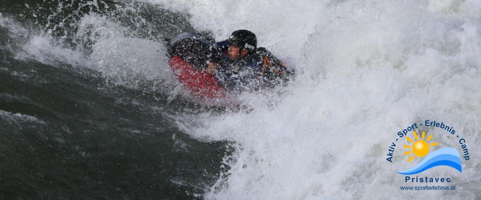in der Welle surfen