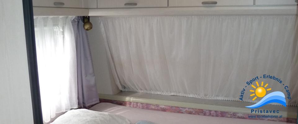 Schlafplatz kleiner Wohnwagen
